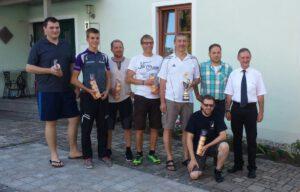 Die Mannschaftsführer der teilnehmenden Mannschaften und der Bürgermeister von Sulzbürg.